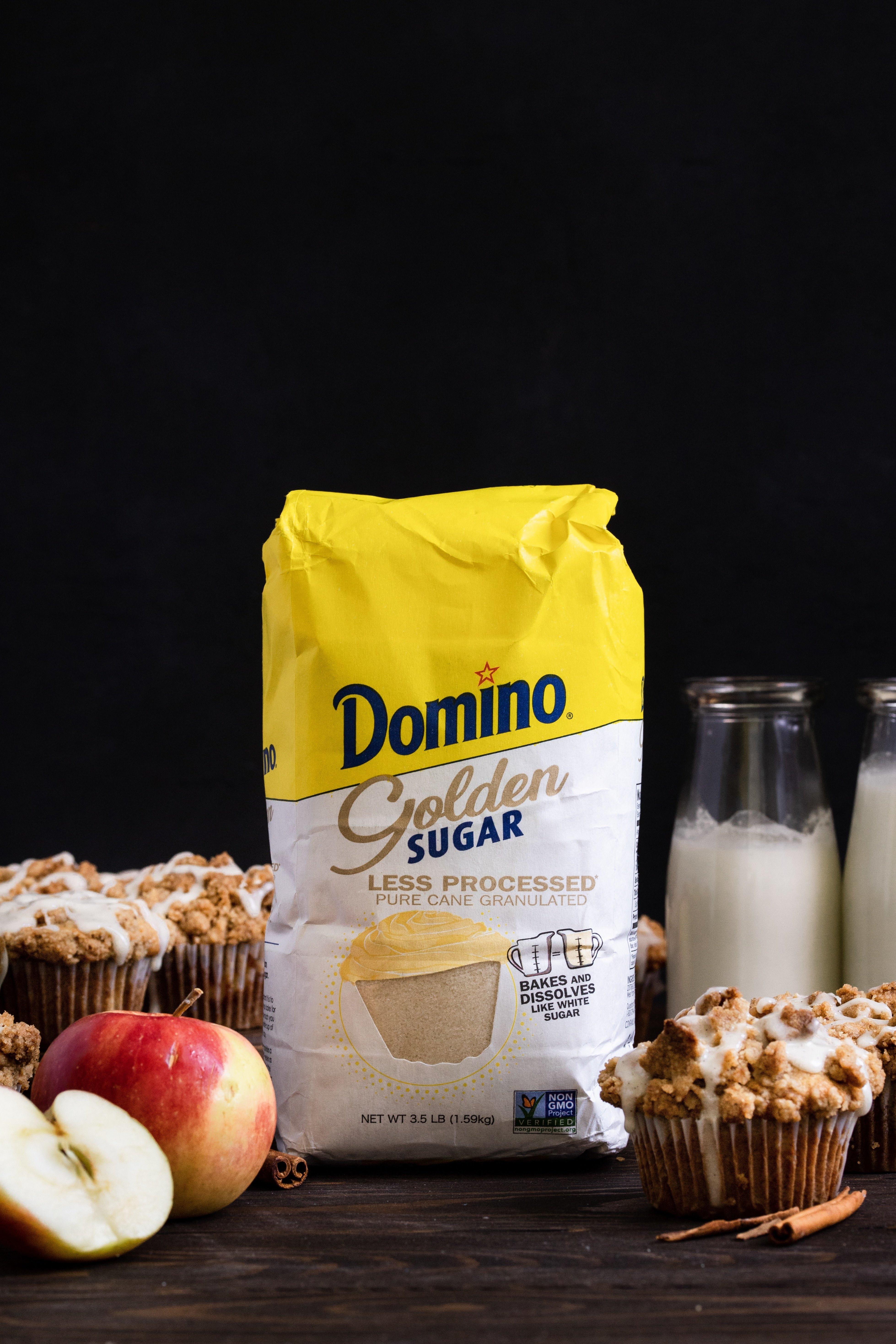 Domino Golden Sugar in front of muffins